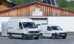 Außengelände der Firma Pudenz und Heddergott Industrieanstrich GmbH aus Wilbich, Fahrzeuge